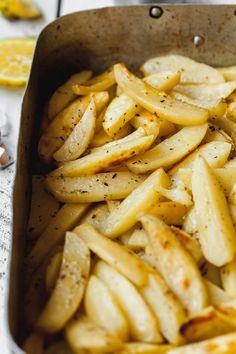 Tried & Loved Greek Roasted Lemon Potatoes (lemonates patates) Lamb Recipes, Potato Recipes, Vegetable Recipes, Soup Recipes, Cooking Recipes, Veggie Food, Yummy Recipes, Cooking Tips, Salad Recipes