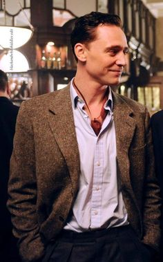 Tom Hiddleston... Not my usual type but oh so cute..