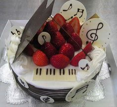 Piano chocolate musica frutas
