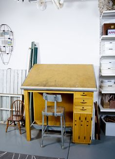 Great drafting table.