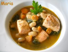Judías blancas con salmón y espinacas. Ver Receta: http://www.mis-recetas.org/recetas/show/36113-judias-blancas-con-salmon-y-espinacas