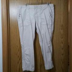 Creme cargo capris 100% cotton creme cargo capris Old Navy Pants Capris