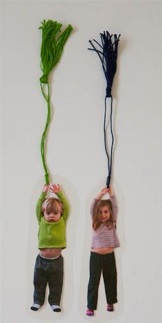 14 Awesome Bookmark Crafts for Eager Bookworms You won't lose your place in your favorite book with a fun bookmark! Make one or more of these 14 Awesome Bookmark Crafts for eager Bookworms like yourself! Photo Bookmarks, Bookmarks Kids, Custom Bookmarks, Diy Photo, Diy Mother's Day Photo Gifts, Photo Kids, Diy Holiday Gifts, Christmas Diy, Christmas Ornaments