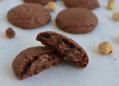 Μια εξαιρετικά απλή συνταγή για υπέροχα, λαχταριστά μπισκότα με ζύμη και γέμιση Νουτέλας ή Μερέντας με 3 μόνο υλικά. Εύκολα στη παρασκευή τους, ανεπανάληπτ