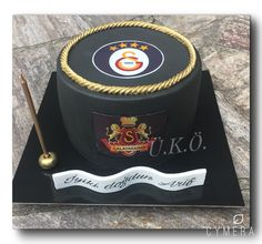 Galatasaray Cake Easy Cake Recipes, Pasta Recipes, Fondant Cakes, Yummy Cakes, Cake Toppers, Clean Eating, Food And Drink, Birthday Cake, Canning