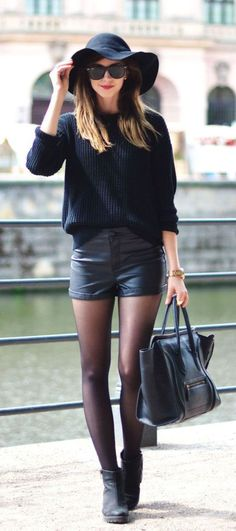 Take a look at the best winter Shorts for college in the photos below and get ideas for your outfits! winter shorts and tights Image source Fashion Mode, Look Fashion, New Fashion, Winter Fashion, Womens Fashion, Fashion Ideas, Street Fashion, Fashion Edgy, Fashion Spring