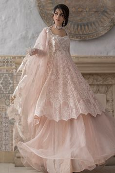 Pakistani Fashion Party Wear, Pakistani Wedding Outfits, Indian Bridal Outfits, Indian Gowns Dresses, Indian Fashion Dresses, Pakistani Bridal Wear, Pakistani Bridal Dresses, Dress Indian Style, Pakistani Dress Design