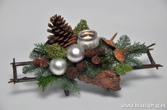 Het is #tijd voor … #Kerstworkshops – Floral Blog | Bloemen, Workshops en Arrangementen | www.bissfloral.nl Xmas Flowers, Christmas Flower Arrangements, Christmas Centerpieces, Xmas Decorations, Flower Decorations, Country Christmas, Christmas Holidays, Christmas Wreaths, Christmas Crafts