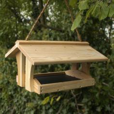 How to Make Wooden Bird Feeders