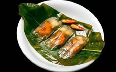"""""""Banh loc"""", the traditional cake of Hue city, must try :) * Vietnamese Cuisine, Vietnamese Recipes, Chicken Logo, Traditional Cakes, Types Of Cakes, First Bite, Looks Yummy, Fish Sauce, Pork Belly"""