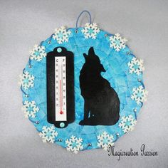 thermomètre décoratif sur disque vinyl 45 tours recyclé Tours, Christmas Ornaments, Decoration, Holiday Decor, Etsy, Unique, Wolf Silhouette, Flakes, Wall Art