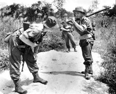 "rideoutprotectorsoftherealm: ""A Malayan guide passes tracking information to the British sergeant of an infantry patrol during the Malayan Emergency. Uk History, Asian History, History Museum, Malayan Emergency, British Armed Forces, British Army, Borneo, Military History, Warfare"