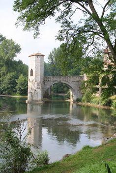 Le pont des Légendes à Sauveterre-de-Bearn