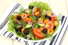 Простые в приготовлении салаты могут быть эффектными внешне и очень вкусными!