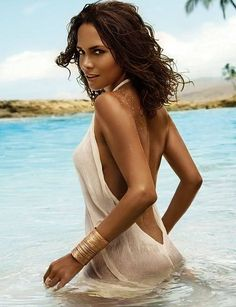Halle Berry, an immensely successful American actress, former fashion model and beauty queen with a net worth of $70,000,000 Halley earns approximately 16 million per year as an actress. She began her career in 1986 when she placed second in the Miss USA Beauty Pageant and then placed first in the Miss USA World Beauty Pageant. Movie roles soon followed and Halle Berry has been a busy and productive actress.