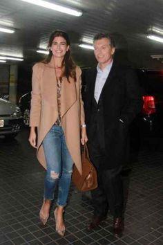 Fresca y sofisticada, la esposa de Mauricio Macri y ahora primera dama argentina, fue abandonando su bajo perfil para ganar protagonismo como compañera de él en la campaña. En esta nota analizamos su estilo y repasamos rasgos de su historia.