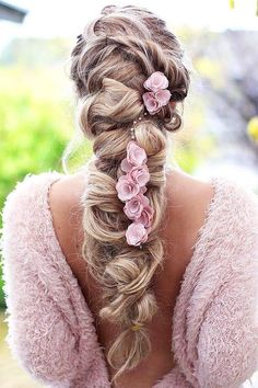 18 Creative & Unique Wedding Hairstyles ❤️ See more: http://www.weddingforward.com/creative-unique-wedding-hairstyles/ #weddings #hairstyles #updos