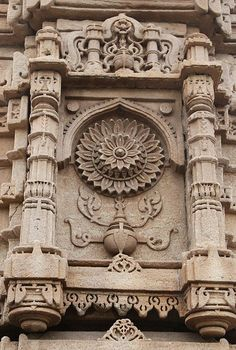 HappyShappy - India's Own Social Commerce Platform Indian Temple Architecture, India Architecture, Ancient Architecture, Architecture Details, Gothic Architecture, Temple India, Jain Temple, Nova Deli, Temples
