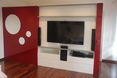 Mueble de doble frente que genera un vestidor por detrás, de frente contiene el LCD
