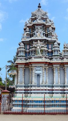 Indian Temple Architecture, Religious Architecture, Tourist Places, Places To Travel, Beautiful Places To Visit, Beautiful World, Sri Lanka, Temples, Asia