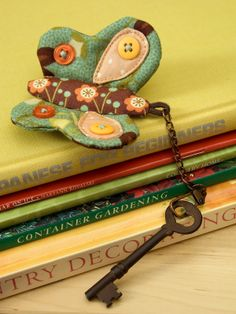 PatchworkPottery: Cotton & Thyme - patchwork butterfly keychain with buttons