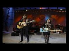 """BAILLIE AND THE BOYS - """"The Lights of Home"""" Nashville Now performance"""