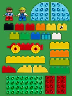 Think you need big boxes of bricks and lots of experience to build something great? Whether you have just a few minutes to spare after a busy workday or hours to play on the weekend, here are five fun and easy build & play ideas you can make in no time. All you need are 27 DUPLO bricks and figures (or even less) to start creating with your toddler.