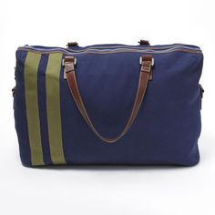 Corroon Dolci+limoni Navy Weekender Cn-001-nv -ol ($400) ❤ liked on Polyvore featuring bags, handbags, clutches, navy blue leather purse, leather weekender, leather purse, leather weekender bag and navy blue purse