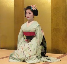Maiko Katsutomo wearing an original kingyo kanzashi design in August