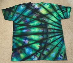 Here are the finished shirts from last weekend :) If you like these, please take… Tie Dye Tips, How To Tie Dye, How To Dye Fabric, Shibori, Tie Dye Party, Diy Tie Dye Shirts, Tie Dye Crafts, Tie Dye Techniques, Tie Dye Outfits