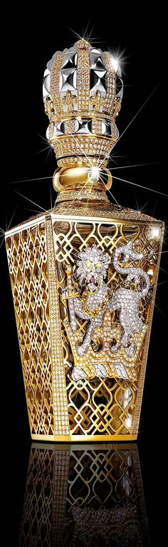 The World's Most Expensive Perfume♥✤Clive Christian No 1 Passant Guardant. Favorite perfume bottle, plenty more to see that are awesome also. Perfumes Vintage, Vintage Perfume Bottles, Clive Christian Perfume, Expensive Perfume, Saphir Rose, Or Noir, Beautiful Perfume, Most Expensive, Glass Art