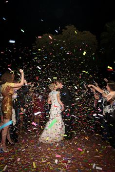 Whether it's the first or last dance of the evening, our confetti and streamers will make your wedding unforgettable!