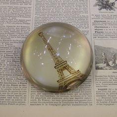 Presse papier Chehoma en verre bulle Tour Eiffel : Decoclico