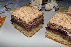 Retete Culinare - Prajitura cu dulceata de prune si bezea cu nuca