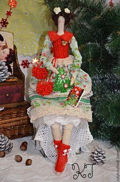 Купить Оливия текстильная, интерьерная, Новогодняя кукла Тильда. - ярко-красный, тильда, новогодняя тильда