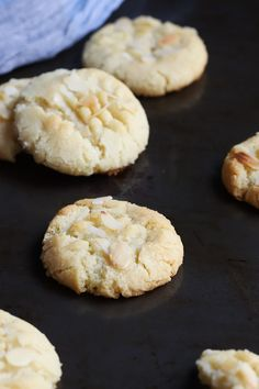 Almond Shortbread Cookies - almond flour monk fruit sweetener (might sub stevia/erythritol) baking soda butter almond extract salt Diabetic Cookies, Paleo Cookies, Diabetic Recipes, Low Carb Recipes, Cookies For Diabetics, Yummy Recipes, Free Recipes, Almond Shortbread Cookie Recipe, Almond Flour Cookies