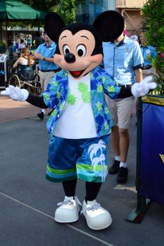 Mickey Mouse at Rock your summer side dance party at Hollywood Studios June 2014 tami@goseemickey.com