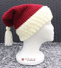 Santa's hat - free crochet pattern in English and Swedish at Virklust Crochet Santa Hat, Crochet Beanie Hat, Crocheted Hats, Crochet Crafts, Crochet Projects, Free Crochet, Holiday Crochet Patterns, Crochet Decoration, Textiles