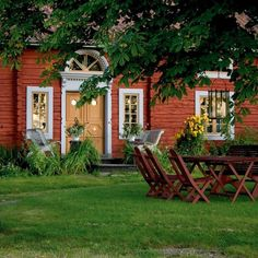 Swedish Cottage, Red Cottage, Cottage Style, Red Houses, Old Farm Houses, Sweden House, Small Cottages, Cottage Interiors, Victorian Interiors