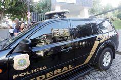 A Polícia Federal prendeu o ex-ministro Geddel Vieira Lima (PMDB), que deixou sua residência em Salvador cobrindo o rosto com uma pasta. O ex-ministro estava em prisão domiciliar.