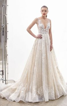 a27df99ed698 Step straight out of a gorgeous dream with this ultra-romantic