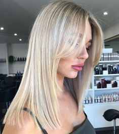 Side Bangs With Long Hair, Layered Hair With Bangs, Long Wavy Hair, Wispy Side Bangs, Short Hair Side Fringe, Hair Side Bangs, Side Part Hair, Blonde Hair With Layers, Straight Long Hair