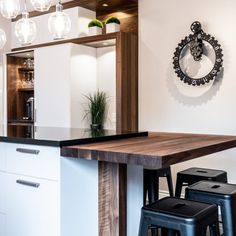 049 - Simard Cuisine et Salle de bains Kitchen Island, Kitchens, Construction, Furniture, Design, Home Decor, Dark Granite Kitchen, Kitchen Armoire, Kitchen Arrangement