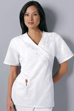 uniformes medicos blanco - Buscar con Google Spa Uniform, Scrub Sets, Blue Ties, Filipina, Work Fashion, Scrubs, Chef Jackets, T Shirts For Women, My Style