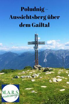 Der Poludnig ist mit 1.999 Metern zwar nicht der höchste Berg in den Gailtaler Alpen, er bietet aber trotzdem einen grandiosen Rundumblick in die Umgebung. Außerdem ist er relativ leicht zu erwandern. Berg, Wind Turbine, Outdoor, Nature, Travel, Group, Environment, Alps, Hiking