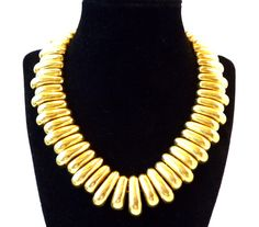 New Listings Daily - Follow Us for UpDates -  Large Chunky Gold Tone Choker Necklace - Heavy Substantial Sturdy Link Collar Design - 1980's 1990's Modernist #Vintage - High Polished offered by #TheJewelSeeker on Etsy.  T... #vintage #jewelry #teamlove #etsyretwt #thejewelseeker ➡️ http://etsy.me/2y3t2or