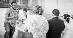 Hay momentos especiales en las #bodasLOVE que siempre guardo en mi corazón. Este es uno de ellos. La sorpresa que mi querida Ana dedicó a su Padre, pocos minutos antes de entrar a la Iglesia. Inolvidable.  LOVE #contamoshistoriasdeamor #love #amor #feliz #happy #copla #comparsa #carnaval #carnavaldeCádiz #wedding #weddingday #weddingdecor #weddingplanner #boda #bodasbonitas #bodasconencanto #verano #Cádiz #summer #holiday #handmade #ceremonia #chocolate #candy #candybar