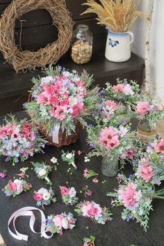 luční svatba, látkové umělé květiny Floral Wreath, Wreaths, Table Decorations, Home Decor, Homemade Home Decor, Flower Crowns, Door Wreaths, Deco Mesh Wreaths, Interior Design