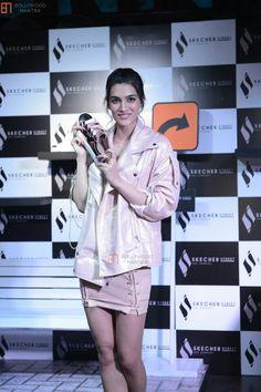 Best Bollywood Movies, Katrina Kaif Hot Pics, Beautiful Bollywood Actress, Packing, Actresses, Sun, How To Wear, Bag Packaging, Female Actresses