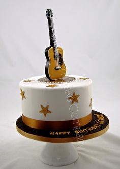 La guitare d'Eric Clapton pour ce gâteau musical Eric Clapton's guitar on the cake Fondant Cakes, Cupcake Cakes, Music Note Cake, Chocolate Cake Designs, Twin Birthday Cakes, Charlotte Cake, Cake For Husband, Music Cakes, Jungle Cake